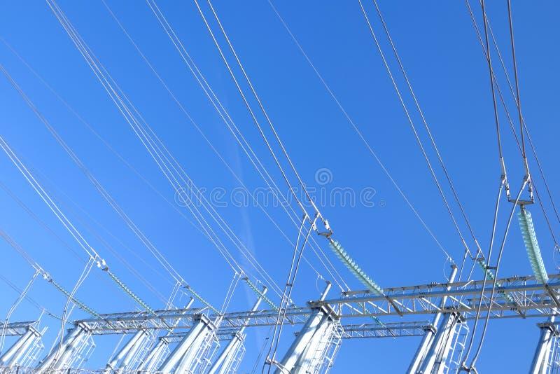 De torens van de hoge machtstransmissie stock foto