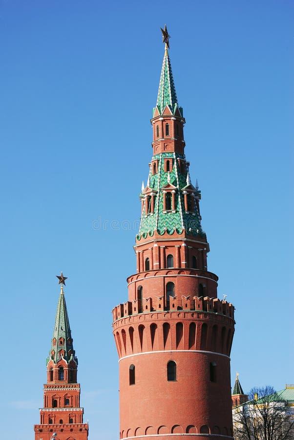 Download De Torens Van Moskou Het Kremlin In Een Zonnige Dag. Stock Afbeelding - Afbeelding bestaande uit defensie, cultuur: 29503437