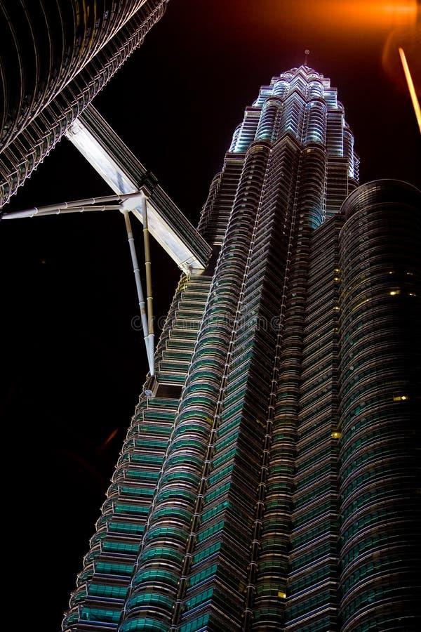 De Torens van Petronas bij nacht royalty-vrije stock afbeelding