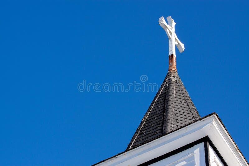 De Torenspits van de kerk met Kruis stock fotografie