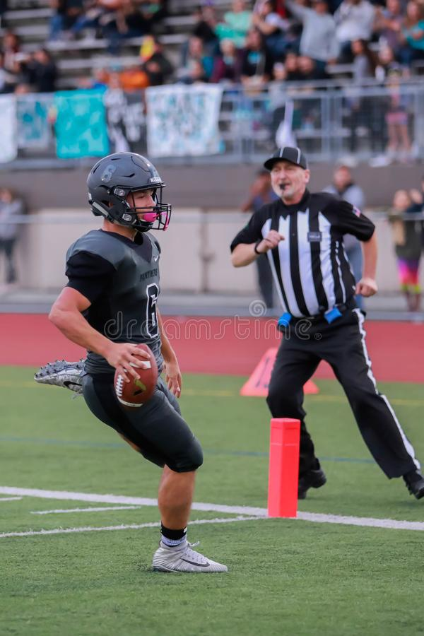 De touchdown van de middelbare schoolvoetbal stock afbeelding