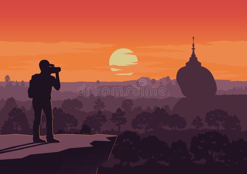 De touristes prenez la photo de la pagoda célèbre, point de repère de coucher du soleil de Myanmaron illustration stock
