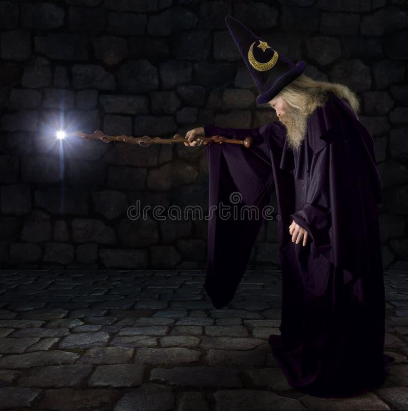 De tovenaar stock afbeeldingen