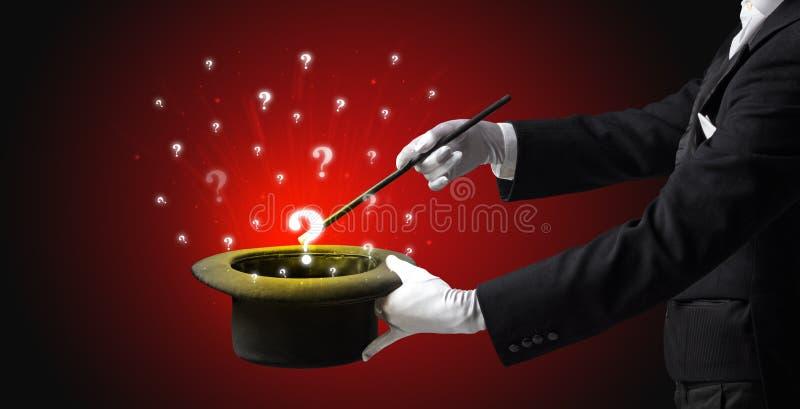 De tovenaar tovert vraagtekens van een cilinder royalty-vrije stock fotografie