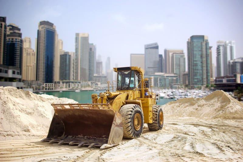 De tractor van de bouw in Doubai stock afbeeldingen