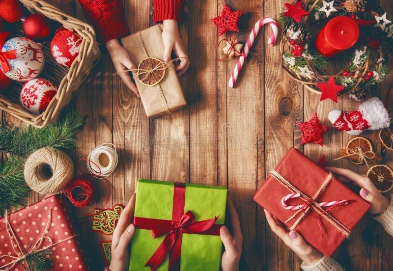 De tradities van de Kerstmisfamilie royalty-vrije stock afbeeldingen