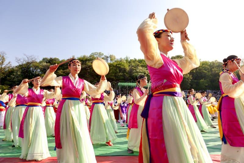 De traditionele dans van Korea stock fotografie