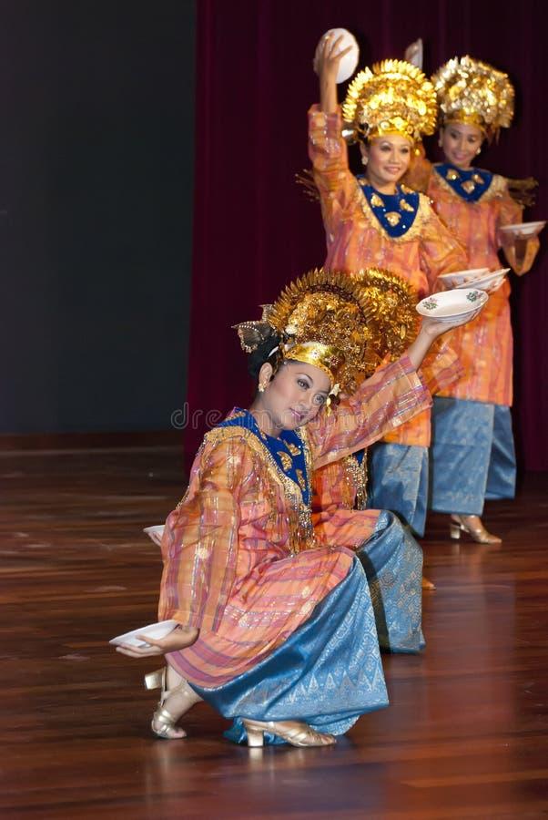 De Traditionele Dans van Minangkabau stock afbeelding