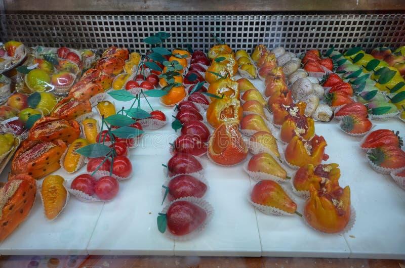 De traditionele die `-deegwaren van Martorana `, snoepjes van amandeldeeg worden gemaakt riepen ook marsepein royalty-vrije stock foto