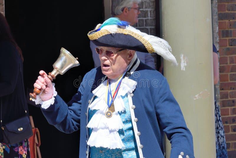 De traditionele Engelse bellende Klok van Towncrier stock afbeeldingen