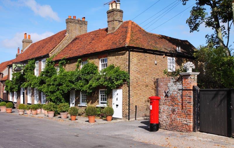 De traditionele Engelse Plattelandshuisjes van het Dorp royalty-vrije stock fotografie