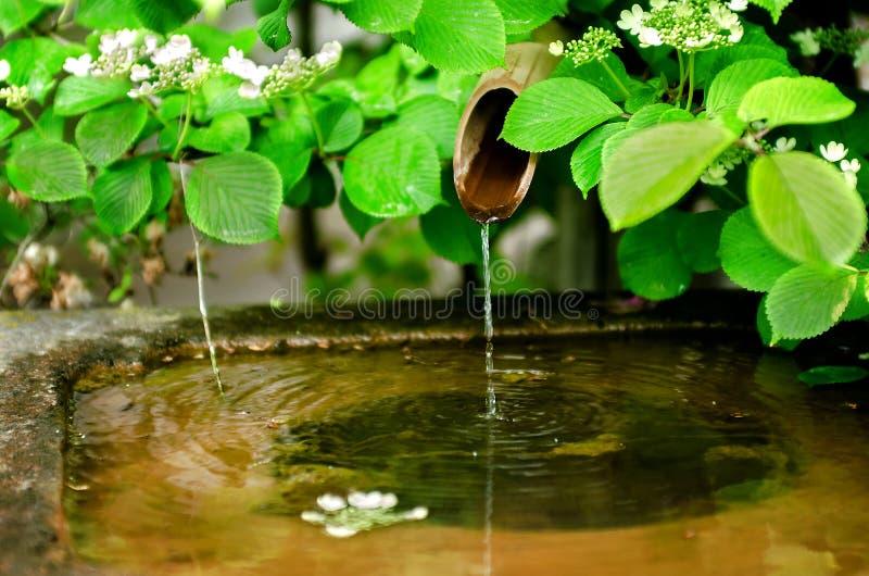 De traditionele fontein van het bamboewater stock afbeelding