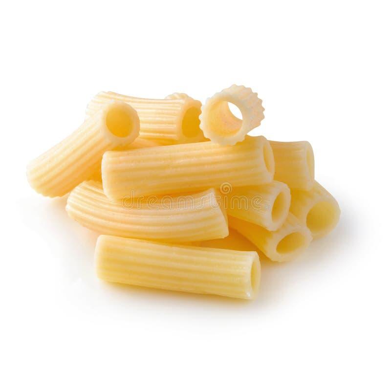 De traditionele Italiaanse deegwaren koken tot gekookt ge?soleerd over witte achtergrond royalty-vrije stock foto