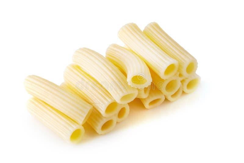 De traditionele Italiaanse deegwaren koken tot gekookt ge?soleerd over witte achtergrond stock afbeeldingen