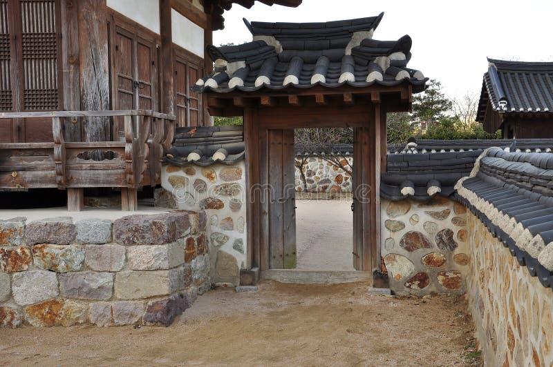 De traditionele Koreaanse ingang van het hanokhuis stock afbeelding