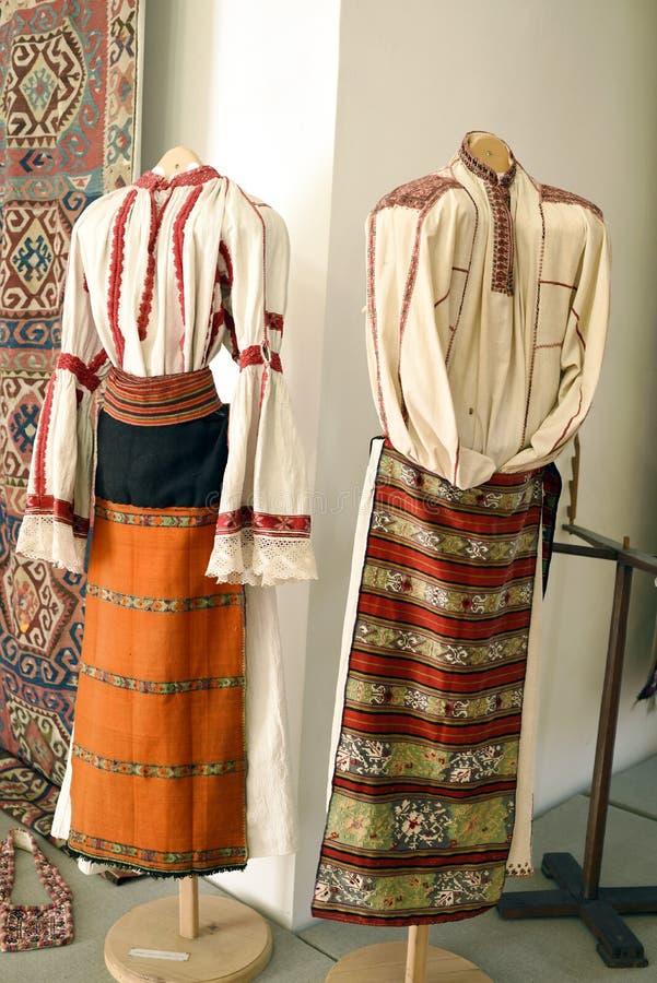 De traditionele kostuums van Transsylvanië voor vrouwen stock foto
