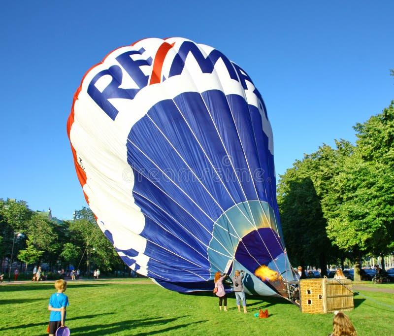 Download De Traditionele Lancering Van De Hete Luchtballon Redactionele Fotografie - Afbeelding bestaande uit mand, inflating: 29514672