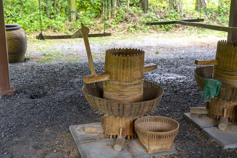 De traditionele Machine van het Rijstmalen, Uitstekende Houten Landbouw Equ royalty-vrije stock foto