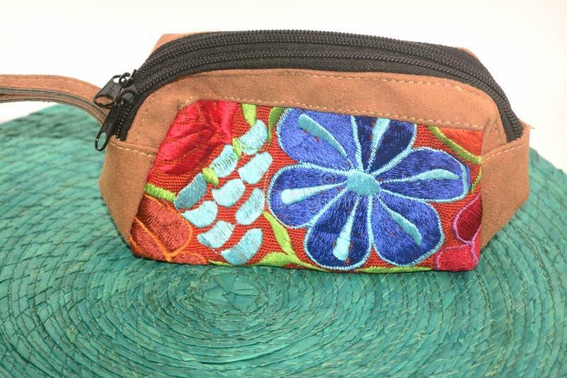 De traditionele Mexicaanse textiel langs gemaakte handtas dient Chiapas-staat in royalty-vrije stock fotografie