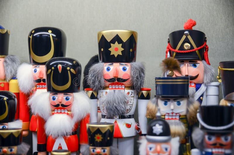 De traditionele notekrakers van de Kerstmisherinnering stock afbeeldingen