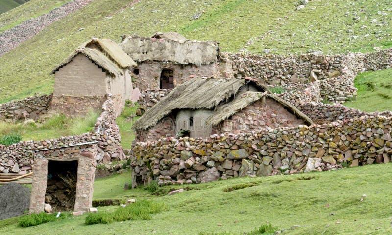 De traditionele Peruviaanse huizen van de dorpssteen royalty-vrije stock foto