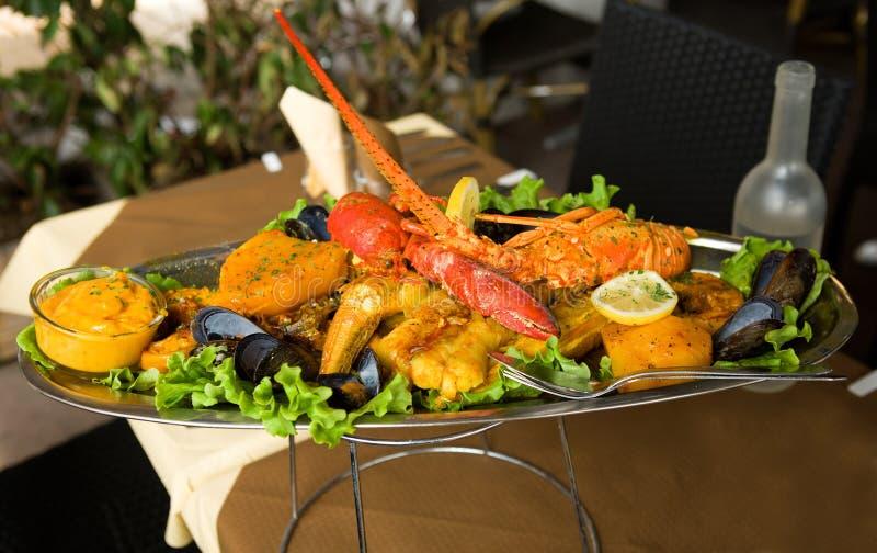 De traditionele Provencal bouillabaissen van de vissenhutspot stock foto