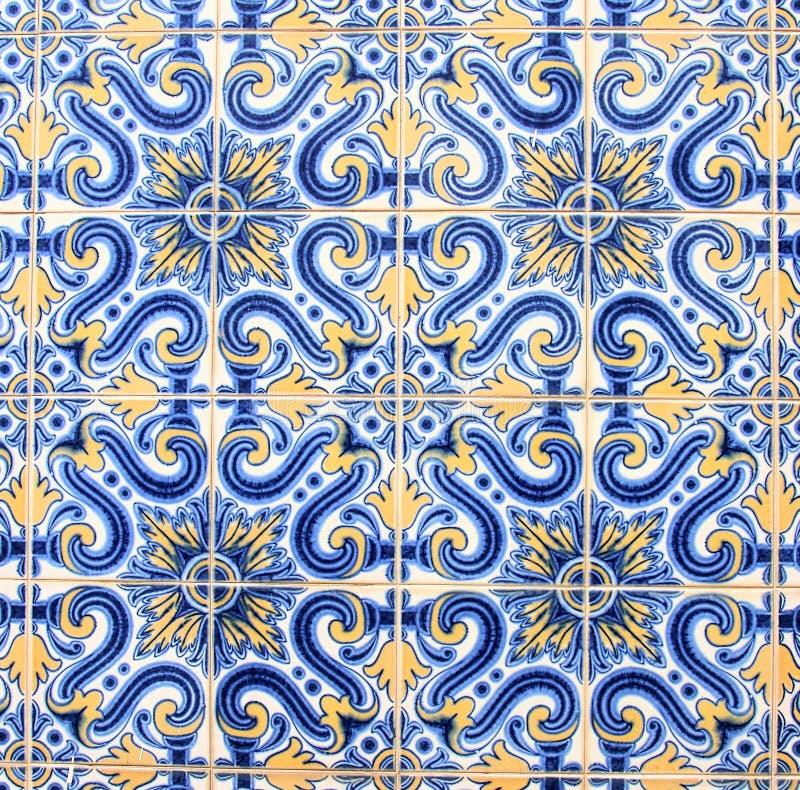 De traditionele tegels op een huis in Porto sluiten omhoog stock foto