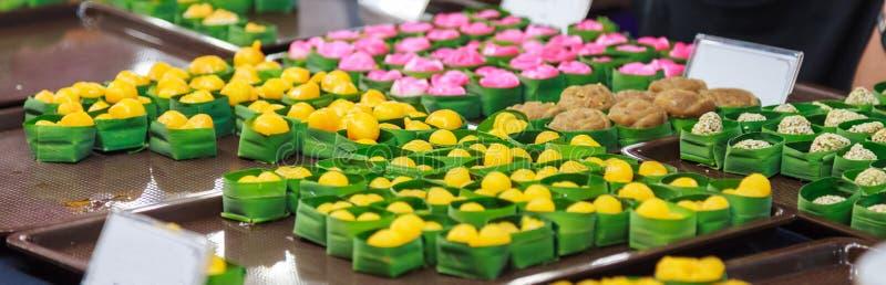 De traditionele Thaise zoete keuken van het snackdessert van eierdooiers, ontmoette de Gouden Jackfruit Zaden van Khanoon, geeft  stock fotografie