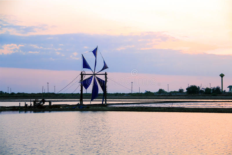 De traditionele windmolen van Thailand stock afbeeldingen