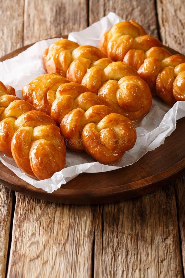 De traditionele Zuidafrikaanse kleverige zoete doughnut van Koeksisters, kleverig stock foto's