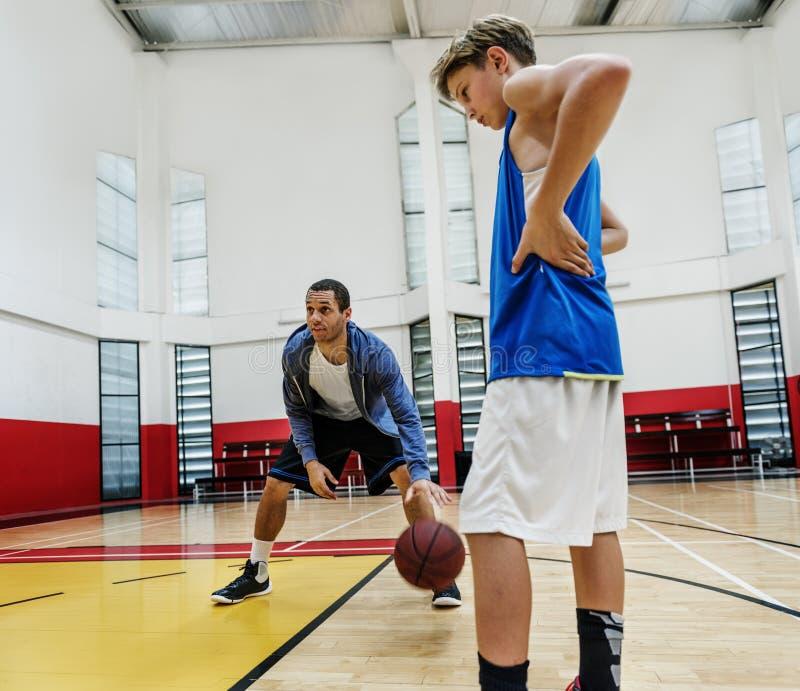 De trainende Atleet Exercise Game Concept van de Basketbalsport stock afbeeldingen