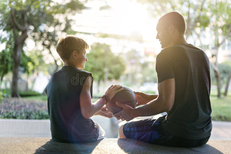 De trainende Atleet Exercise Game Concept van de Basketbalsport stock foto