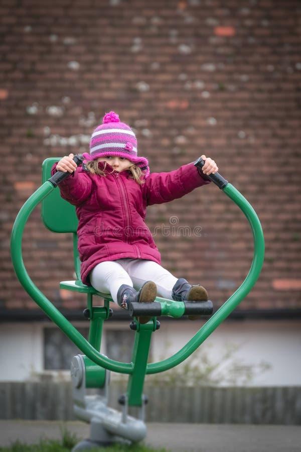 De training van het meisjemateriële voor gebruik buitenshuis royalty-vrije stock fotografie