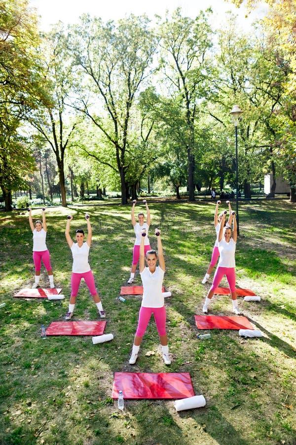 De trainingvrouwen groeperen zich royalty-vrije stock foto's