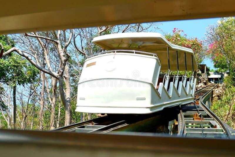De tram die tot de bovenkant van de heuvel nam stock fotografie