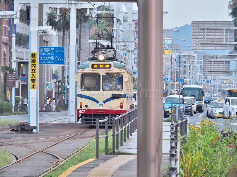De tram in Kochi, Japan stock afbeelding