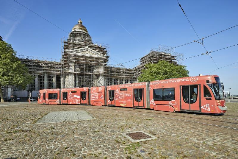 De tram van Brussel toont een veiligheidscampagne royalty-vrije stock afbeeldingen