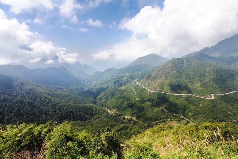 De tramton of de Hemelpoort gaat in de provincie van Laos cai in Vietnam over stock fotografie