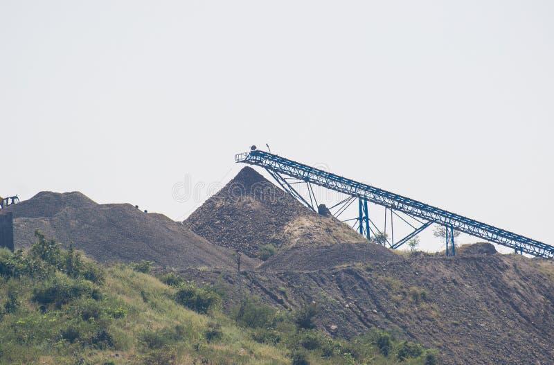 De transportbandlift van de Mijnbouw Minerale Stapel royalty-vrije stock foto