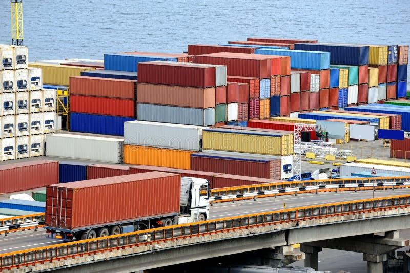 De transporten van de vrachtwagen container royalty-vrije stock afbeelding
