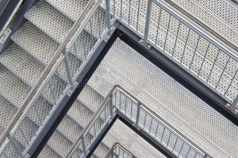 De trap van het staal met veelvoudige niveaus stock foto