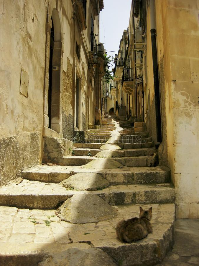 De trap van de steegsteen in Scicli Sicili?, Itali? royalty-vrije stock foto