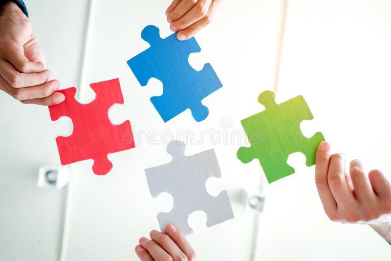 De travail d'équipe de réunion d'affaires de casse-tête de solution concep ensemble images libres de droits