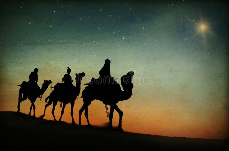 De tre konungarna som följer stjärnan royaltyfri fotografi