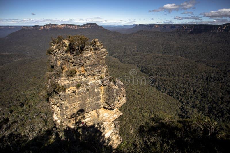 De tre systrarna är ett ovanligt vaggar bildande i de blåa bergen av New South Wales, Australien, på den norr brant sluttning av  royaltyfri bild