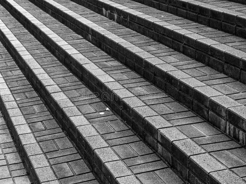 De treden op straten met een beton detailleert op de straten van Osaka in Japan stock fotografie