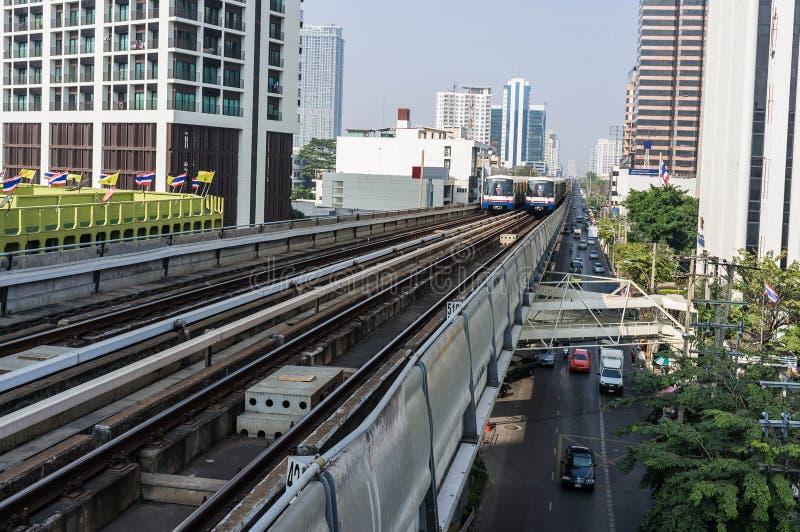 Download De Trein Van De Hemel In Bangkok Stock Afbeelding - Afbeelding bestaande uit snel, building: 39115763