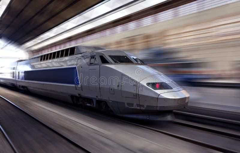 De trein van de hoge snelheid in motie stock foto's