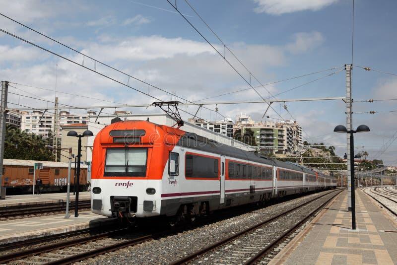 De trein van de passagier in Tarragona, Spanje stock foto