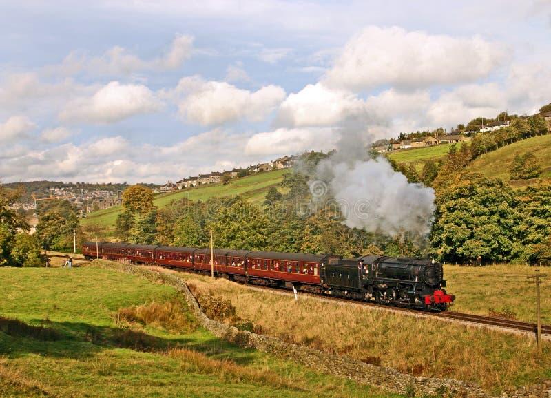 De trein van de stoom in platteland stock foto's
